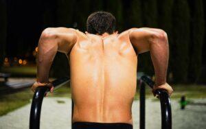 Dips – gute Grundübung ohne Gewichte
