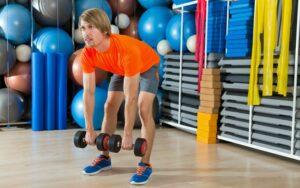 Hanteltraining für den Rücken – welche Übungen sind sinnvoll?